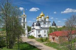 Cathédrale d'hypothèse dans Dmitrov, Russie Photographie stock libre de droits