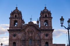 Cathédrale dans le début de soirée de Cusco Images stock