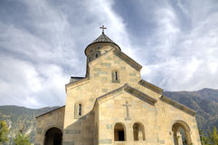Cathédrale dans le village de Hulo images stock