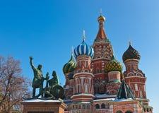 Cathédrale de basilic de saint sur le grand dos rouge, Moscou Images libres de droits