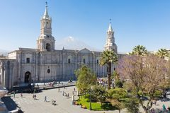 Cathédrale de basilique d'Arequipa et de Misti Peru volcan photos libres de droits