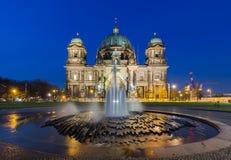Cathédrale de Berlin (les DOM de Berlinois) la nuit Images libres de droits