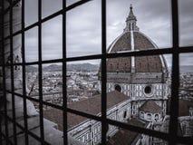 Cathédrale de Florence derrière des barres Photos stock