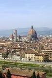 Cathédrale de Florence et fleuve Arno de ci-avant Images libres de droits