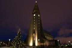 Cathédrale de Hallgrimskirkja à Reykjavik, Islande au crépuscule Image libre de droits