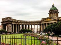 Cathédrale de Kazan à St Petersburg derrière la barrière photographie stock libre de droits