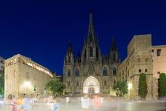 Cathédrale de la croix et du saint saints Eulalia dans la nuit Barcelon Photographie stock libre de droits