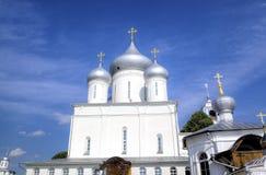 Cathédrale de martyre Nikita et de ` de pilier de Stolp de ` de chapelle Monastère de Nikitsky photos stock