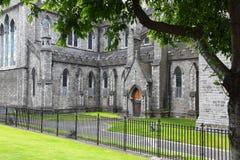 Cathédrale de rue Patrick proche discordant noir image libre de droits