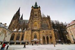 Cathédrale de rue Vitus en hiver Photo stock