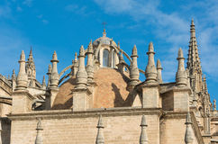 Cathédrale de Séville avec la tour de Giralda en Espagne Photo libre de droits