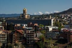 Cathédrale de Sameba en capitale de tiflis de journée de la Géorgie photographie stock libre de droits