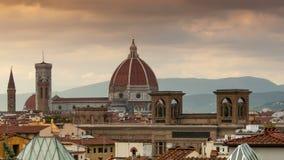 Cathédrale de Santa Maria del Fiore au coucher du soleil Florence, Italie banque de vidéos
