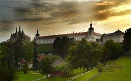 Cathédrale de St Barbara et de panoram d'université de jésuite, Kutna Hora, trepublic tchèque Images libres de droits