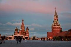 Cathédrale de St Basil et Kremlin Grand dos rouge moscou photo stock