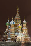Cathédrale de St.Basil sur le grand dos rouge, Moscou Photos libres de droits