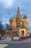 Cathédrale de St Basil une soirée d'hiver Photo stock