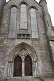 Cathédrale de St Canices et tour ronde dans Kilkenny Photos libres de droits