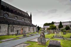 Cathédrale de St Canices et tour ronde dans Kilkenny Photographie stock libre de droits