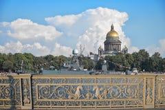 Cathédrale de St Isaac dans le St Petersbourg Photographie stock libre de droits