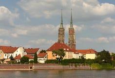 Cathédrale de St John le baptiste avec la rivière Odra à Wroclaw, Pol photo stock