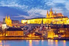 Cathédrale de St Vitus, rivière de Moldau, peu de ville, château de Prague, Prague (l'UNESCO), République Tchèque Photos libres de droits