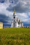 Cathédrale de supposition chez Vladimir en été Image libre de droits
