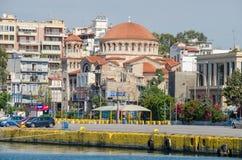 Cathédrale de trinité sainte au centre de Le Pirée Photos libres de droits