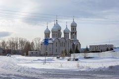 Cathédrale de trinité sainte dans la ville de Sharypovo Photos libres de droits