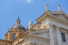 Cathédrale de ville à Urbino photographie stock