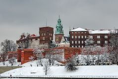 Cathédrale de Wawel à Cracovie, Pologne, un jour nuageux en hiver Photos stock