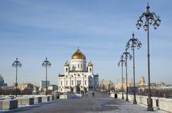 Cathédrale du Christ le sauveur et le pont patriarcal à Moscou, Russie photographie stock