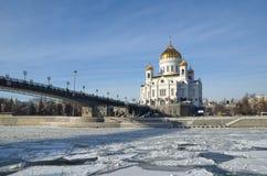 Cathédrale du Christ le sauveur et le pont patriarcal à Moscou, Russie photos libres de droits