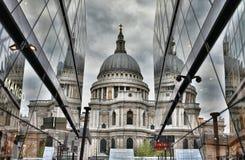 Cathédrale du `s de rue Paul, Londres images stock