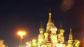 Cathédrale du ` s de St Basil la nuit banque de vidéos