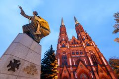 Cathédrale du ` s de St Florian à Varsovie images stock
