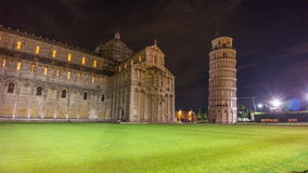 Cathédrale et la plupart de laps de temps célèbre du panorama 4k d'illumination de nuit de tour Italie de Pise banque de vidéos