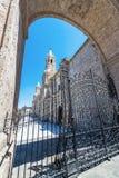 Cathédrale et porte d'Arequipa image stock