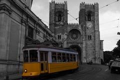 Cathédrale et tramway de Lisbonne Images stock