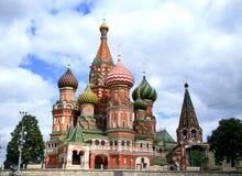 Cathédrale historique, ciel nuageux Image libre de droits