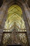 Cathédrale intérieure de rue Vitus à Prague Images stock