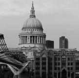 Cathédrale Londres de rue Paul Images libres de droits