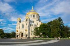 Cathédrale navale dans Kronshtadt, St Petersburg, Russie Photographie stock libre de droits