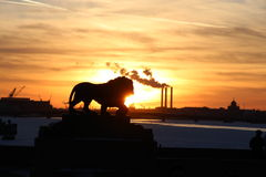 Cathédrale navale de Kronstadt et ciel bleu photo libre de droits