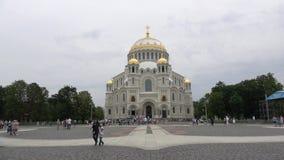Cathédrale navale de Saint-Nicolas, après-midi nuageux de juillet Kronshtadt, Russie clips vidéos