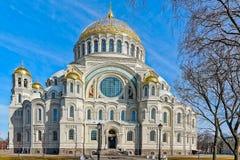 Cathédrale navale orthodoxe de Saint-Nicolas dans Kronstadt, près de Sain Photographie stock libre de droits