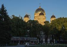 Cathédrale orthodoxe à Riga, dômes d'or images libres de droits
