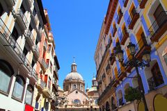 Cathédrale pilaire d'EL dans la ville Espagne de Zaragoza Photographie stock libre de droits