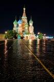 Cathédrale Pokrovsky sur le grand dos rouge à Moscou proche Photo stock