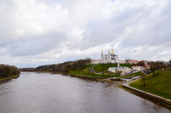 Cathédrale sainte de Dormition sur la colline d'Uspenskaya au-dessus de Zapadnaya Dvin Image stock